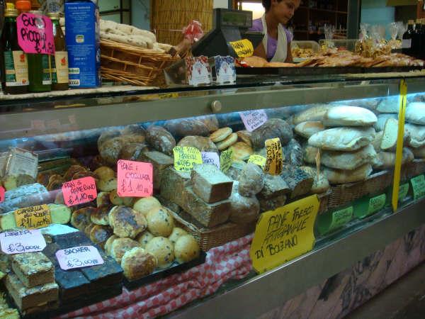 A market in Cortona - NOT in Walmart!