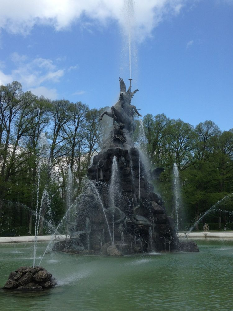 Crazy complicated fountain - enough to make one mad!