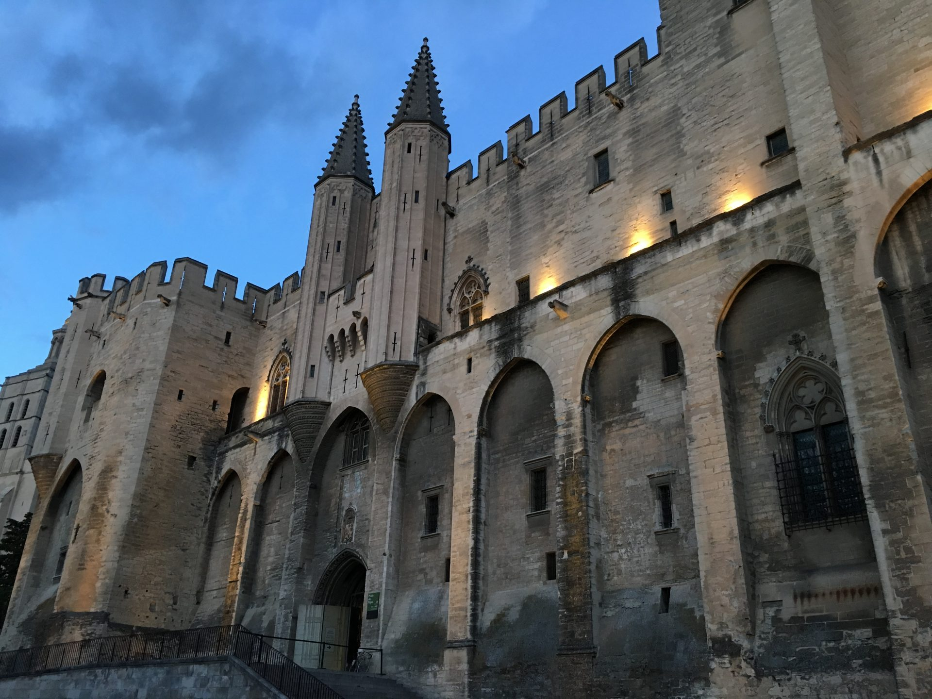 Palais des Papes at dusk